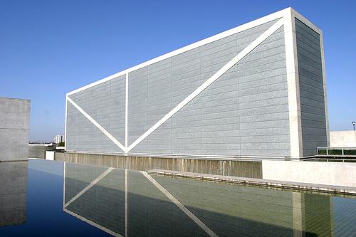 读《安藤忠雄 》——建筑师需要有怎样的素质(GY)
